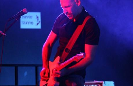אסף ברק - גיטרה ושירה